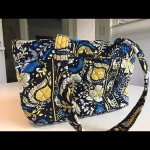 •Vera Bradley shoulder bag•